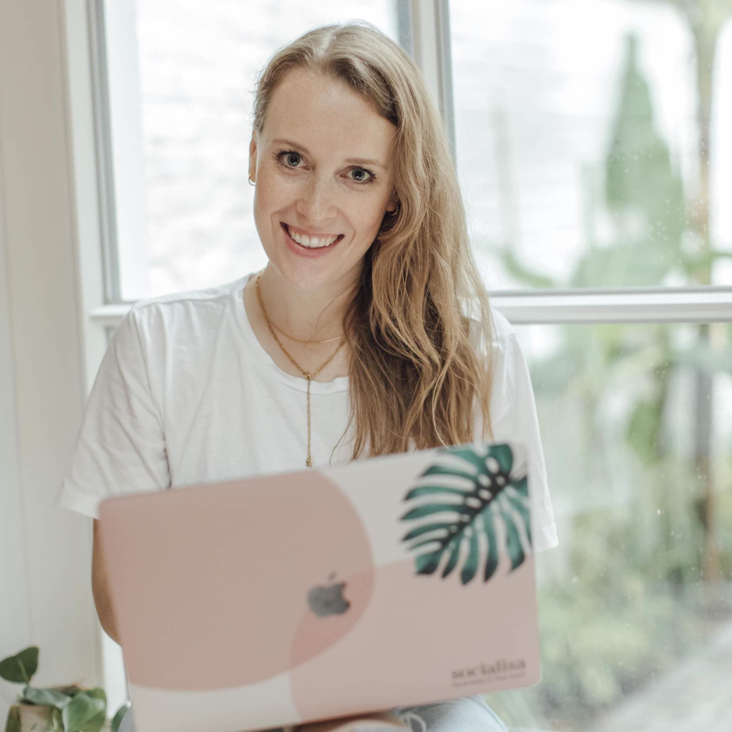 Lisa am Laptop